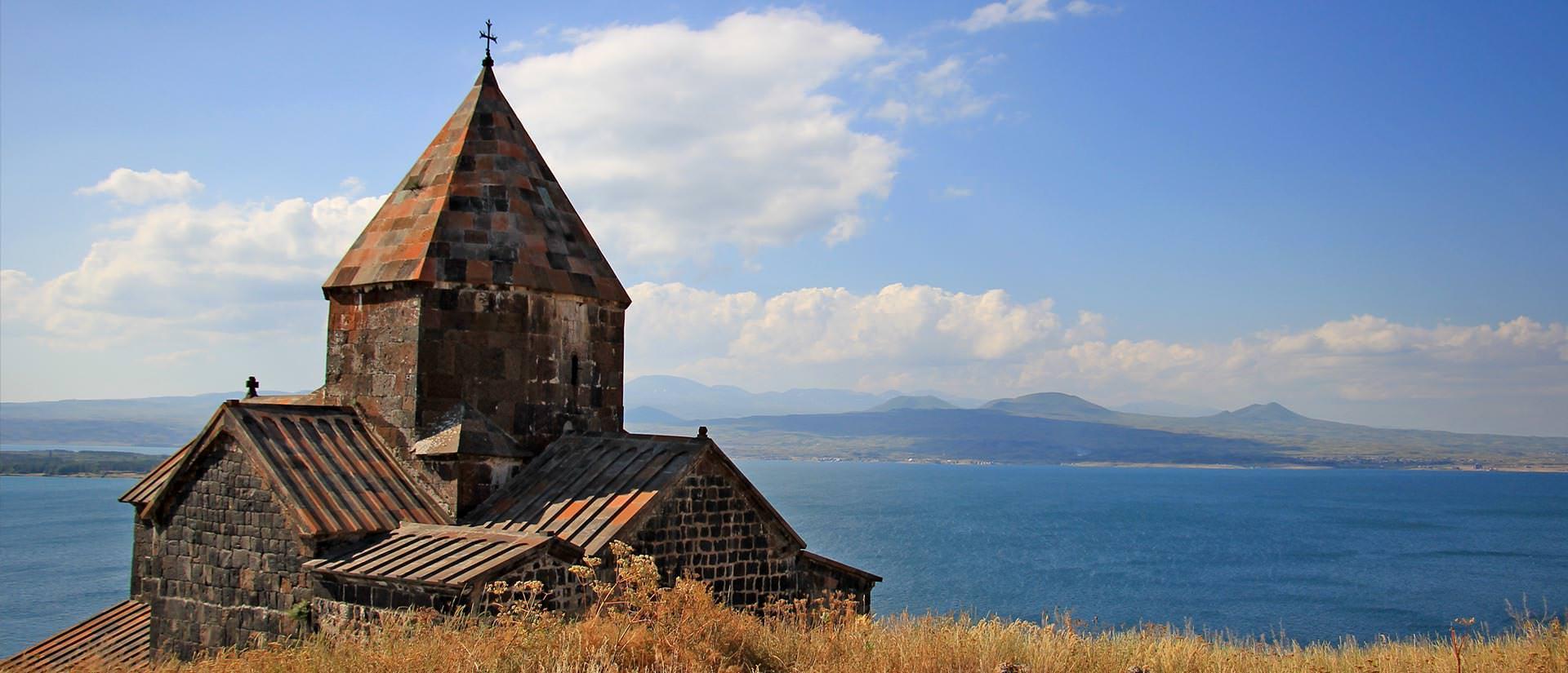 נופי אגם סוואן בארמניה - טיול לארמניה עם המומחים של החברה הגיאוגרפית