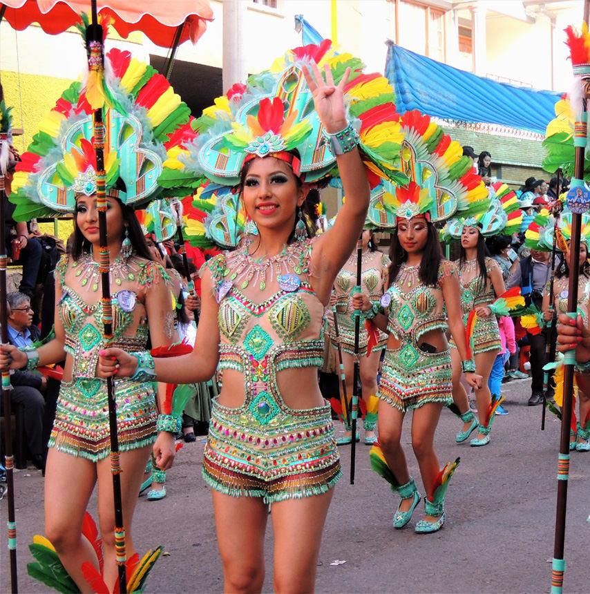 פרו ובוליביה בחגיגות הבתולה מכרמן בפאוקרטמבו
