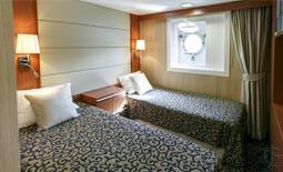 Ocean Endeavour - סוויטה זוגית עם חלון + 2 חדרי שירותים ומקלחת | Ocean Endeavour