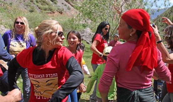 מתנות קטנות: רגעים ממסע מלכת המדבר לקירגיזסטן