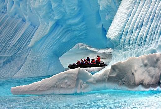 סירות זודיאק בין קרחונים - טיול שייט לאנטארקטיקה | צילום: מולה יפה