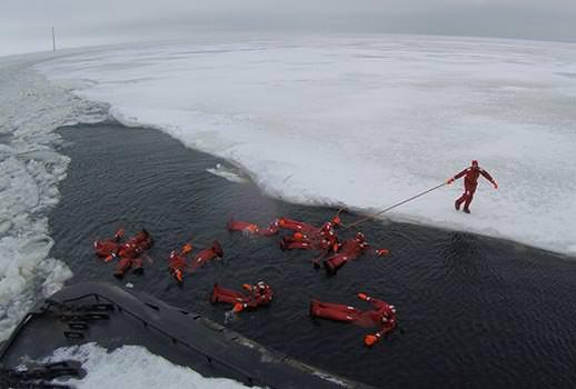 טבילה בקרח, לפלנד | צילום: מוטי סבאג