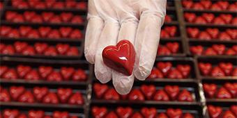 החומרים שמהם עשויה אהבה: מה חושבים בעולם על הרגש החזק מכולם?